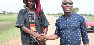 Sowore meets farmers and herdsmen, pledges to resolve clashes if elected