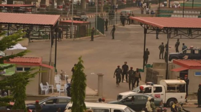 Security operatives lay siege to Ekiti govt house