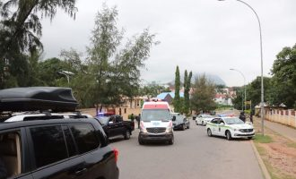 Police intercept Saraki's convoy, prevent him from leaving his street