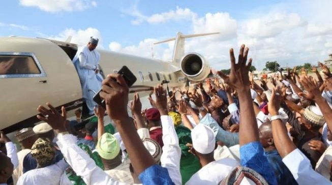 PHOTOS: Saraki's supporters celebrate supreme court victory