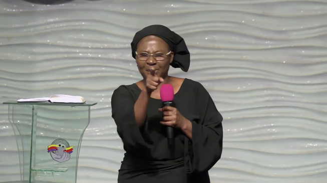 VIDEO: 'Stop these killings in the name of Allah' — Sarah Omakwu kneels in Church to beg Buhari