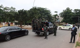 VIDEO: Police lay siege to Saraki's residence
