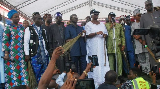Oshiomhole to Akwa Ibom residents: Don't be deceived… PDP robbed you for 16 years