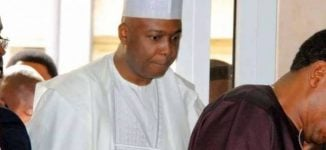 Saraki avoids journalists after meeting IBB in Minna