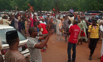 PHOTOS: Tambuwal supporters destroy APC symbol in public