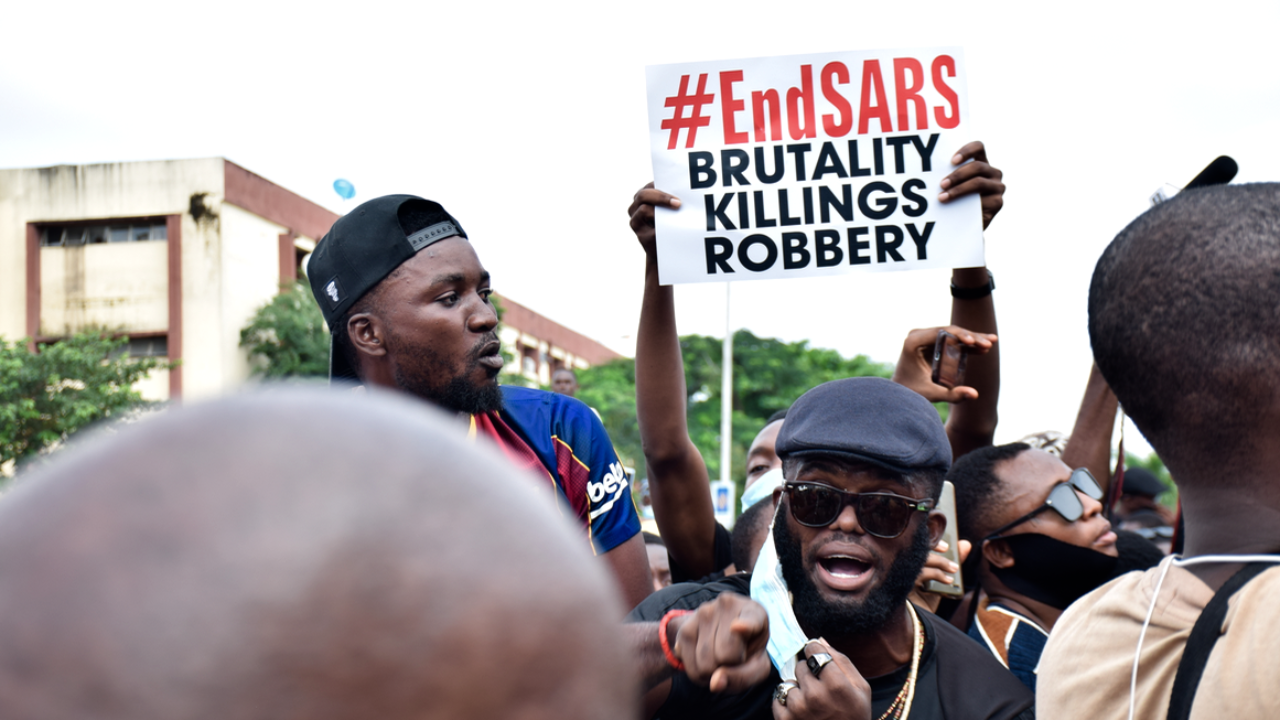 Police open fire as protesters march to Anambra SARS headquarters | TheCable